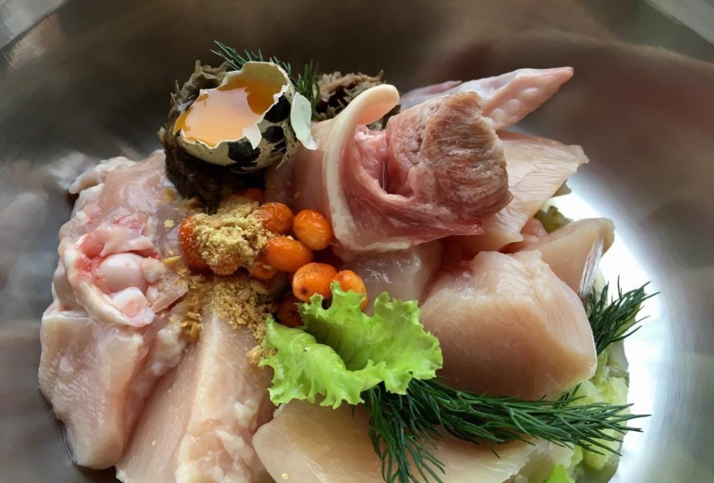 Суточная норма кормления натуралкой рассчитывается исходя из веса питомца