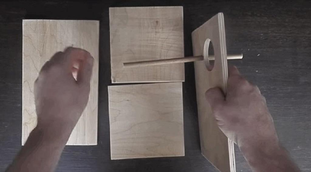 Вырезать нужные отверстия и установить под лазом заготовленную жёрдочку