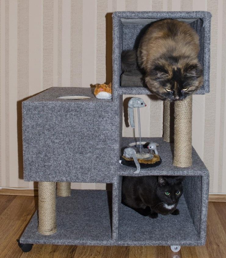Вариант трехярусного кошачьего игрового комплекса