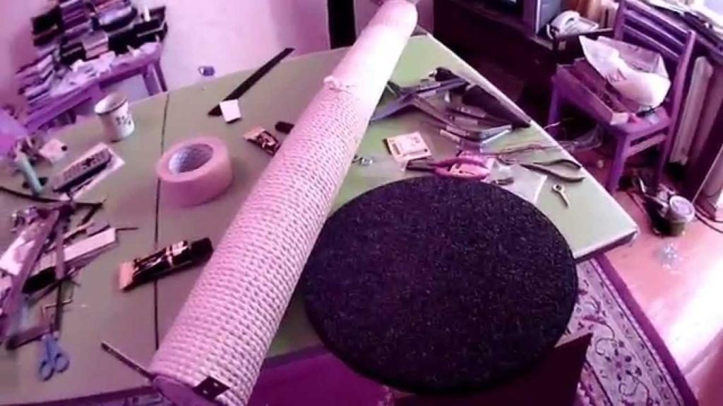 Гофрокартон или картонные коробки, плотная бумага, клейкая лента, клей ПВА, нож для бумаги