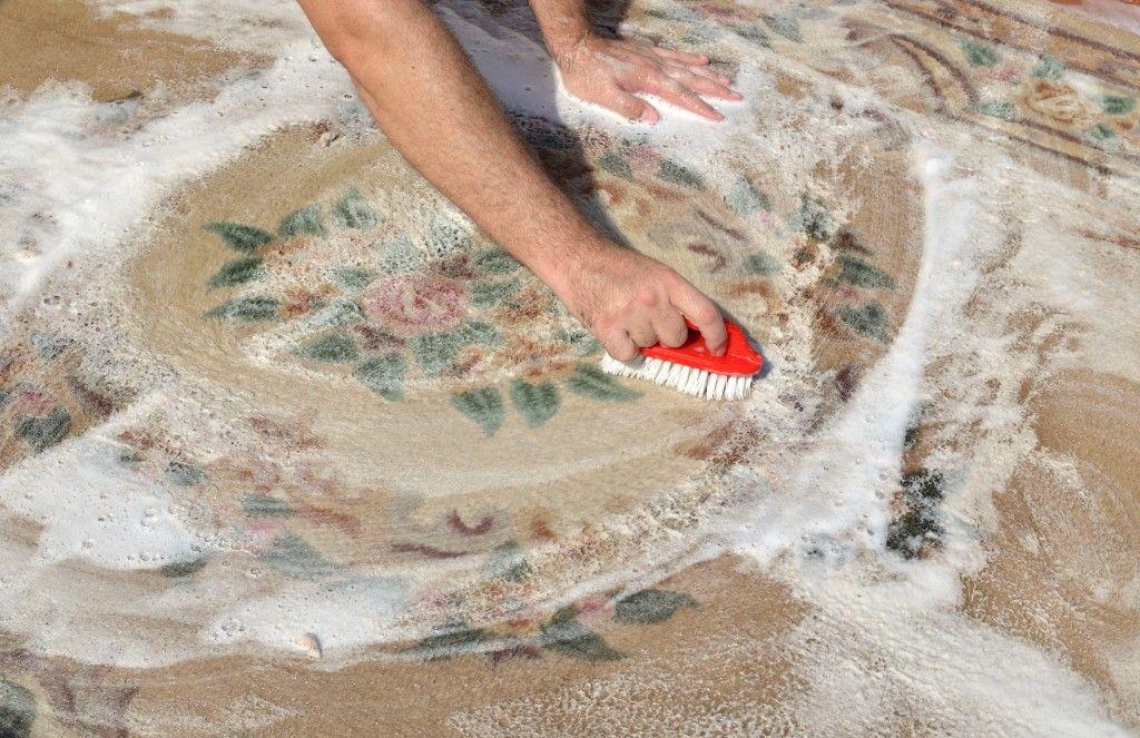 Шерсть собирают ковры, портьеры, пледы, покрывала