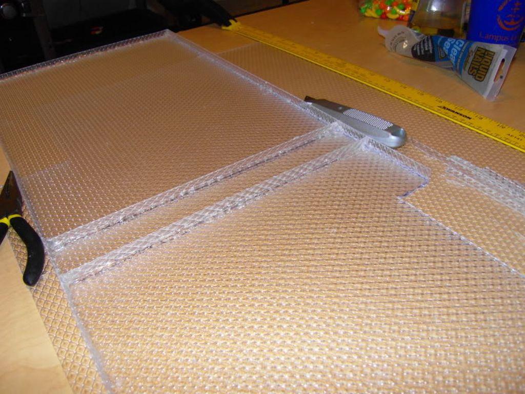 Помимо материала, понадобятся инструменты и клей